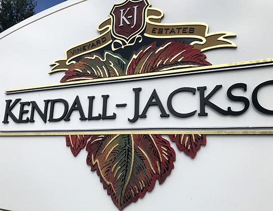 here is a close-up of the hand lettered and hand painted logo leaf detail... also notice the splash of 23kt. gold on the accents... what a beautiful element for an outstanding and long lasting sign such as this.